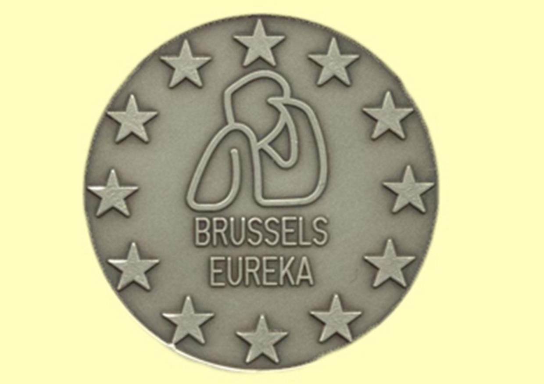 fata medalie